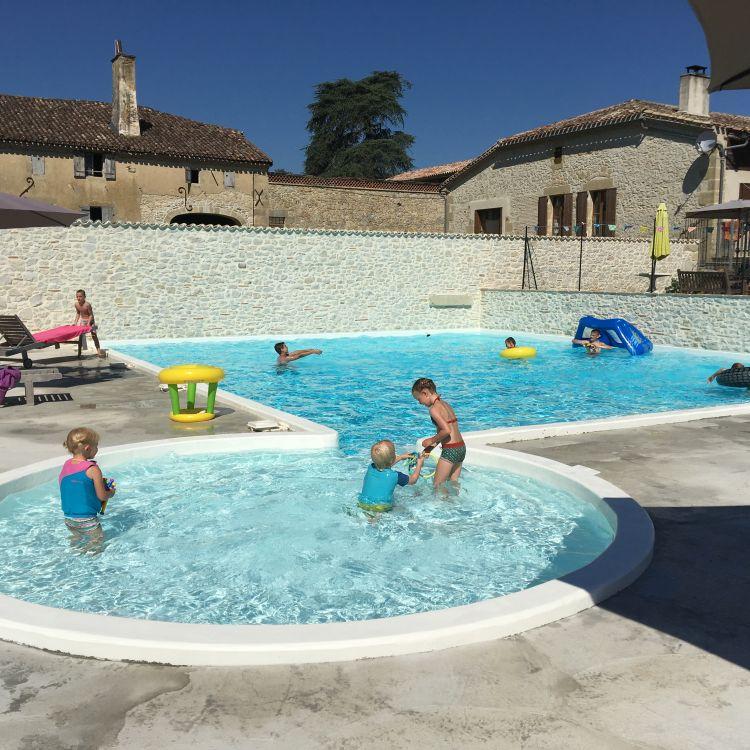 zwembad met kinderen